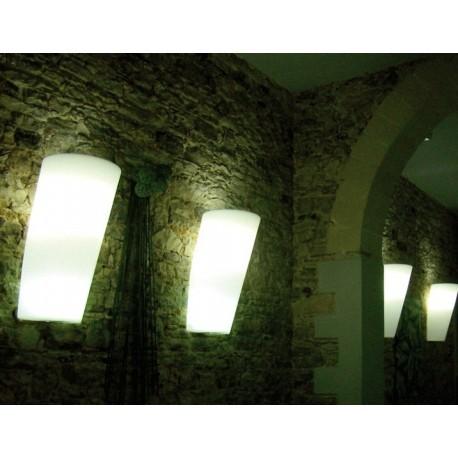 Pot Au Mur with light